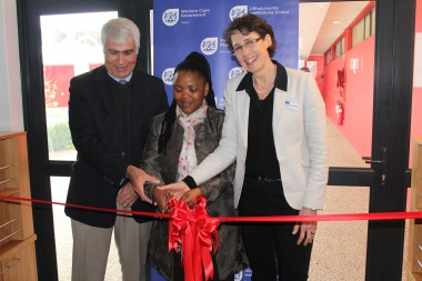 The Former Western Cape Head of Health, Professor Craig Househam, officially opens the Du Noon Community Health Centre with the Western Cape Minister of Health, Dr Nomafrench Mbombo and the Western Cape Head of Health, Dr Beth Engelbrecht.